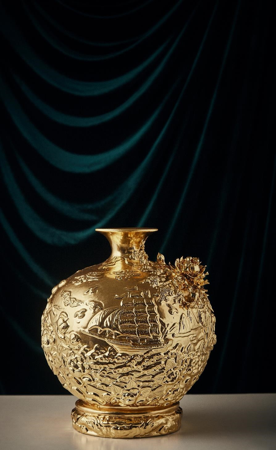 "24k Golden Vase ""The Bon Voyage"""